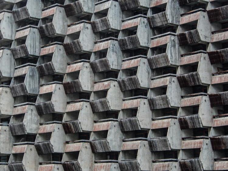 Reliquias del zarismo y el socialismo: la arquitectura del Cáucaso Norte, Hotel Amanauz . Imagen © Thomas Paul Mayer