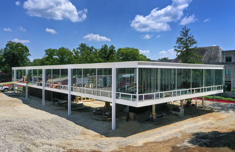 Un diseño olvidado de Mies van der Rohe se está construyendo en el campus de la Universidad de Indiana, Imagen © Hadley Fruits