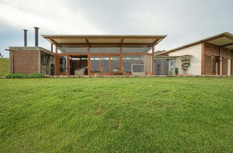 Casa de Taipa / Estudio Piloti Arquitetura + Stepan Norair Chahinian, © Luis Claudio Marques Dias