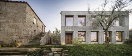Casa en Minho / Germano de Castro Pinheiro Arquitectos