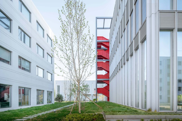 fasad barat dan tangga.  Gambar © Gambar CreatAR