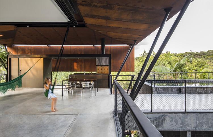 "Projetando na ""periferia do Brasil"": entrevista com Laurent Troost, Casa Campinarana / Laurent Troost Architectures. © Maíra Acayaba"