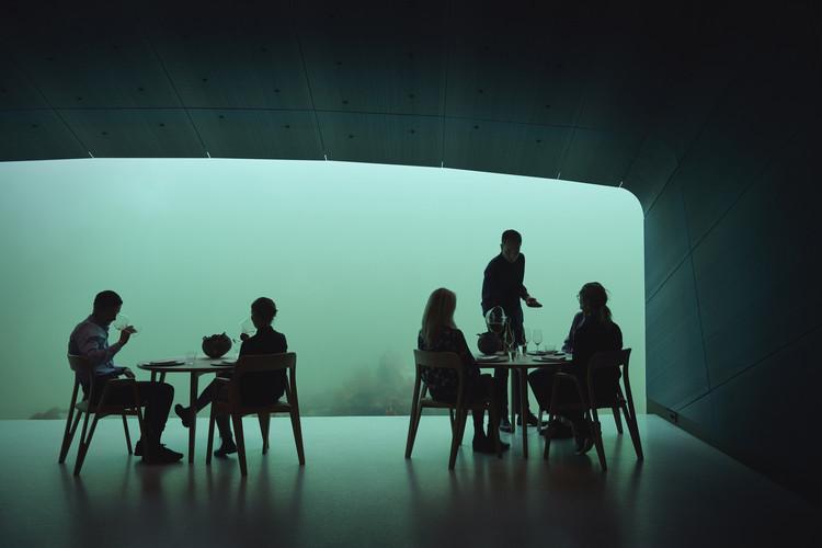Under (underwater restaurant) / Snøhetta.  Image © Ivar Kvaal