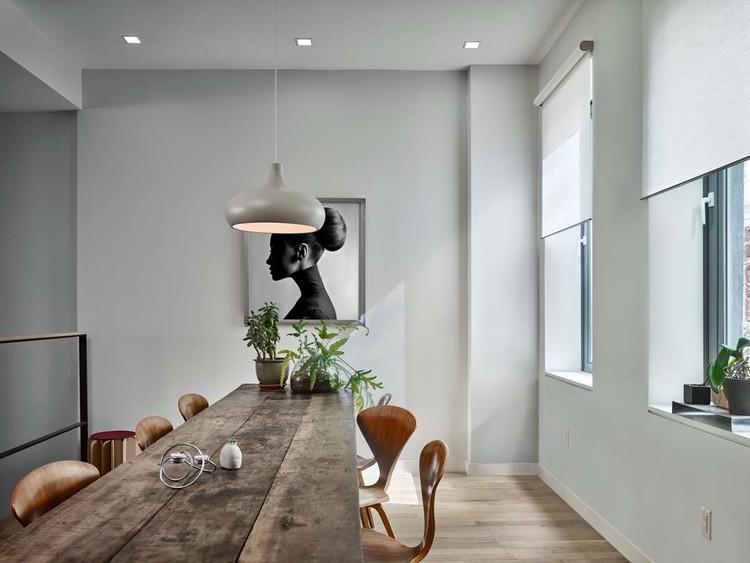 Como controlar a luz natural para reduzir despesas e aumentar o conforto ambiental, Cortesia de Lutron