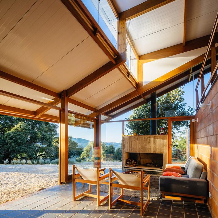 Casas de Brasil: 13 viviendas en Serra da Mantiqueira que aprovechan el clima y el paisaje, Casa de Meia Encosta / Denis Joelsons + Gabriela Baraúna Uchida. Foto: © Pedro Kok