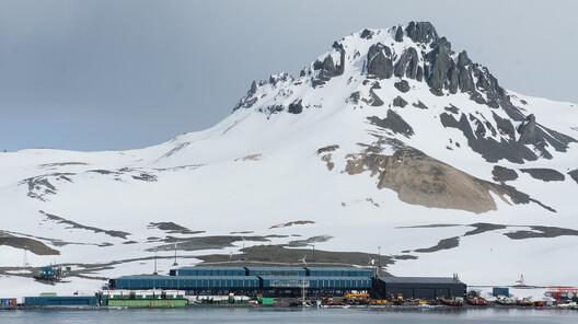 Estação Antártica Comandante Ferraz / Estúdio 41. Foto © Eron Costin / Estúdio 41