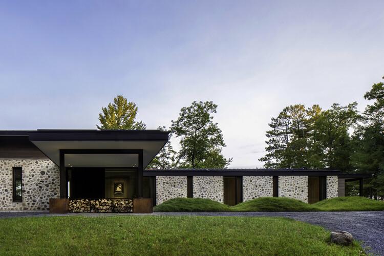 Casa de huéspedes Lago Spirit / Vetter Architects + Amy Carman Design , © Ryan Hainey Photography