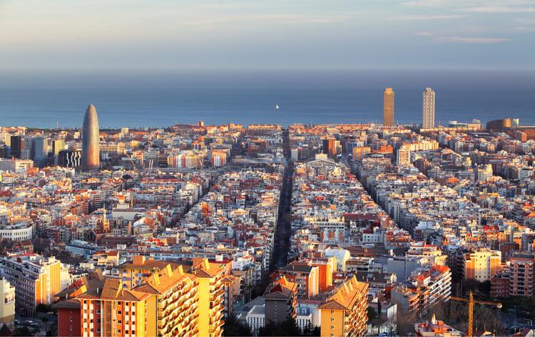 Barcelona: destrucciones de uso, Fotografía de TTstudio. Image vía Shutterstock