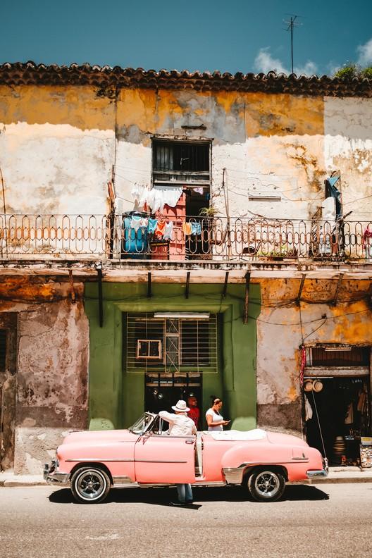 Las viviendas cubanas se derrumban, ¿Hay esperanzas de reconstruirlas?, © Stéphan Valentin en Unsplash