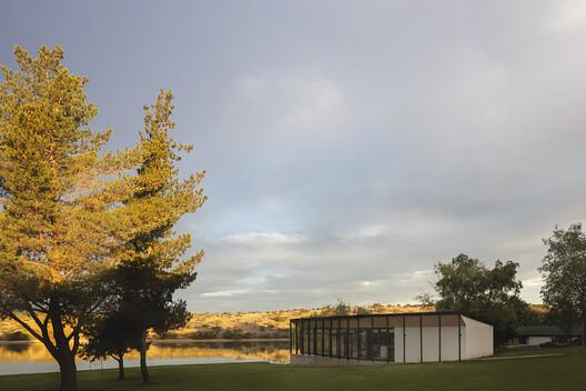 Pabellón del lago / Ignacio Correa