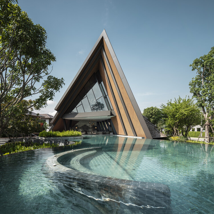 Burasiri Pattanakarn Clubhouse / Baiyah Studio , © Chalermwat Wongchompoo