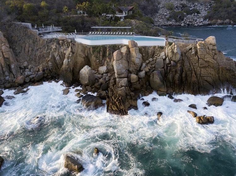 Arquitectura en México: proyectos para entender la costa de Guerrero, Club de mar punta marqués / 128 arquitectura y diseño urbano + kontrast. Image © Alejandro Gutiérrez