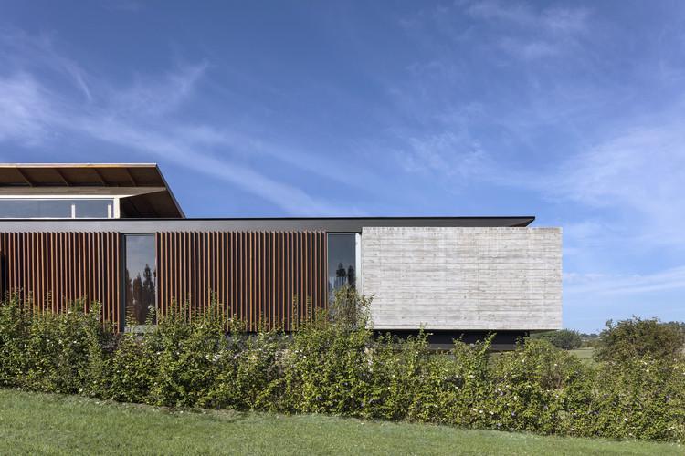 Lake House / Felipe Caboclo Arquitetura, © Leonardo Finotti