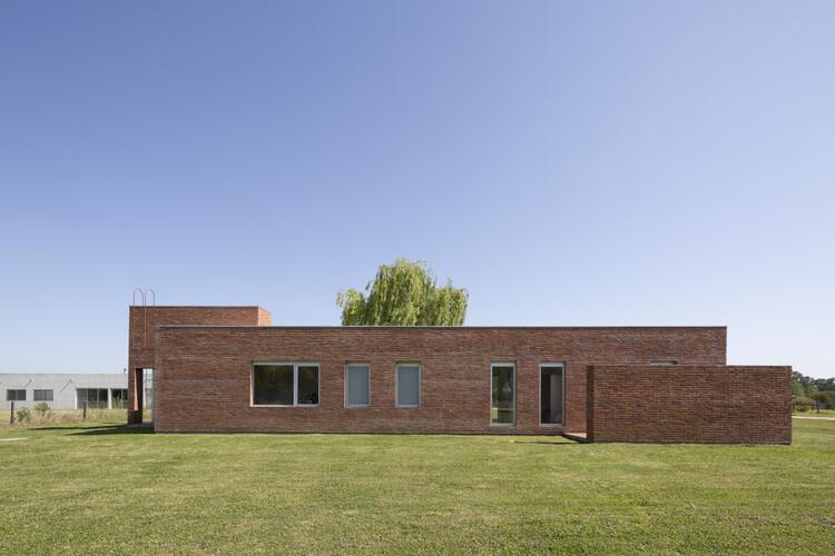 Casa de campo la ranita / Estudio Damero, © Javier Agustín Rojas