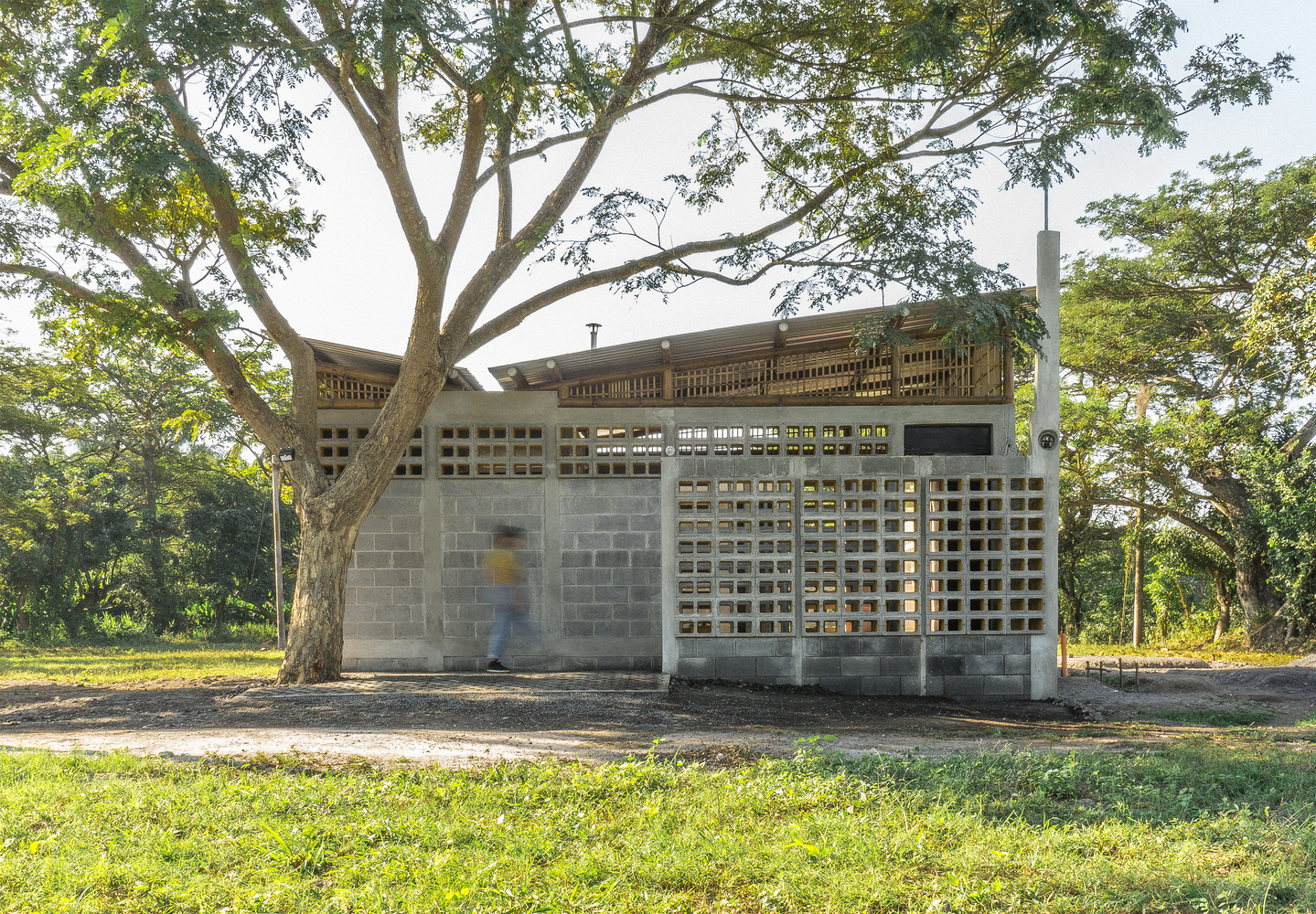 Houses in Guatemala: Shade and Ventilation in Tropical Architecture