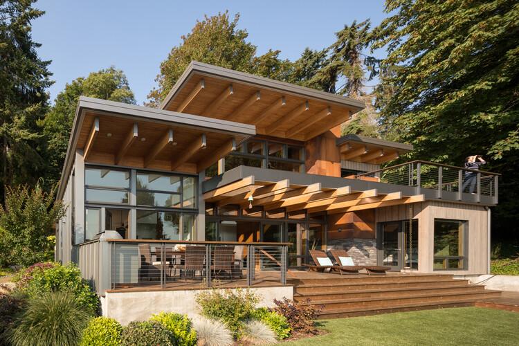 Island Retreat / Coates Design: Architecture + Interiors | Seattle Architects, © Lara Swimmer