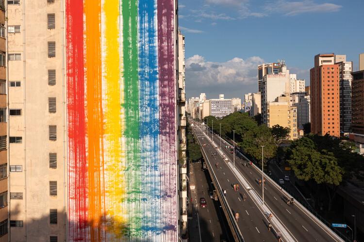 Estudio Guto Requena e Facebook criam mural urbano para celebrar orgulho LGBTQIA+ , © Manuel Sá