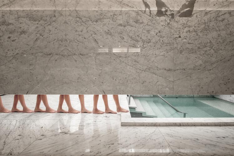 La belleza de los pisos de piedra: Tipos, texturas y opciones para la arquitectura, Mikveh Oh / arqhé studio. Image © Yoshihiro Koitani + Aby Helfon y Ramón Helfon