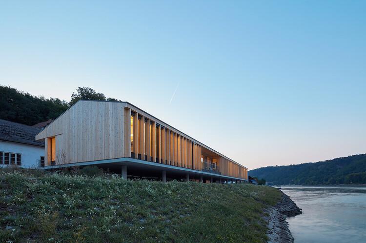 Administração Via Donau / Dietrich   Untertrifaller Architekten, © Bruno Klomfar