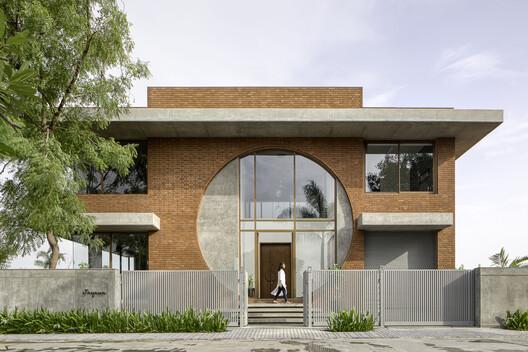 Casa Conexión de ladrillo / TRAANSPACE