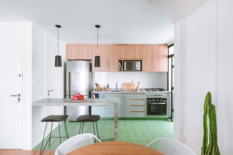 Апартаменты «Канарио» / RAWI Arquitetura + Design.  Изображение © Джулиана Дик