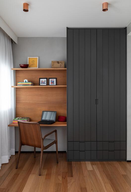 Апартаменты Pinheiros VF AN / DT Estúdi.  Изображение © Эвелин Мюллер