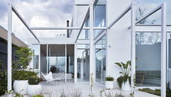 The White House / Robson Rak Architects and Interior Designers