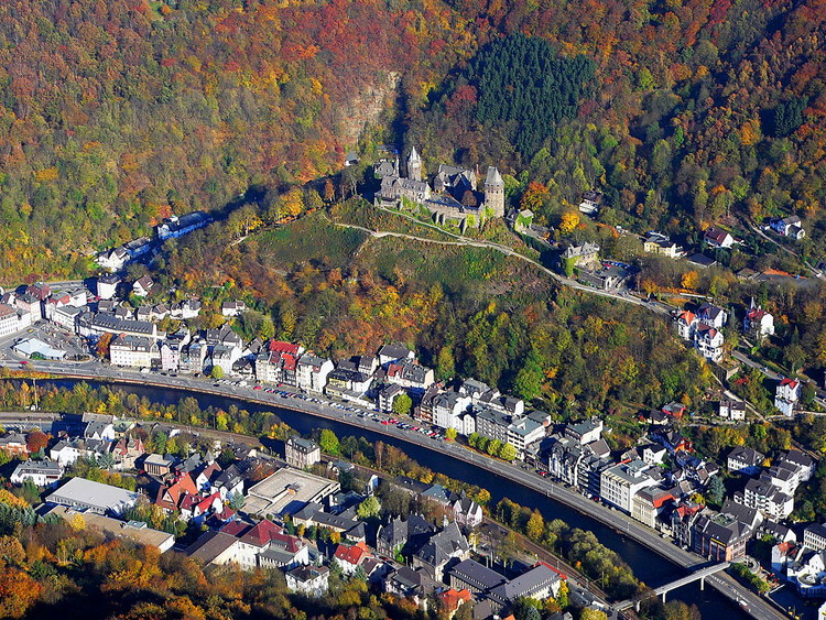 """<a href=""""https://commons.wikimedia.org/wiki/File:Altena_Burg_20051030.jpg"""">Dr.G.Schmitz</a>, <a href=""""https://creativecommons.org/licenses/by-sa/3.0"""">CC BY-SA 3.0</a>, via Wikimedia Commons. ImageAltena, former industrial city in Germany"""