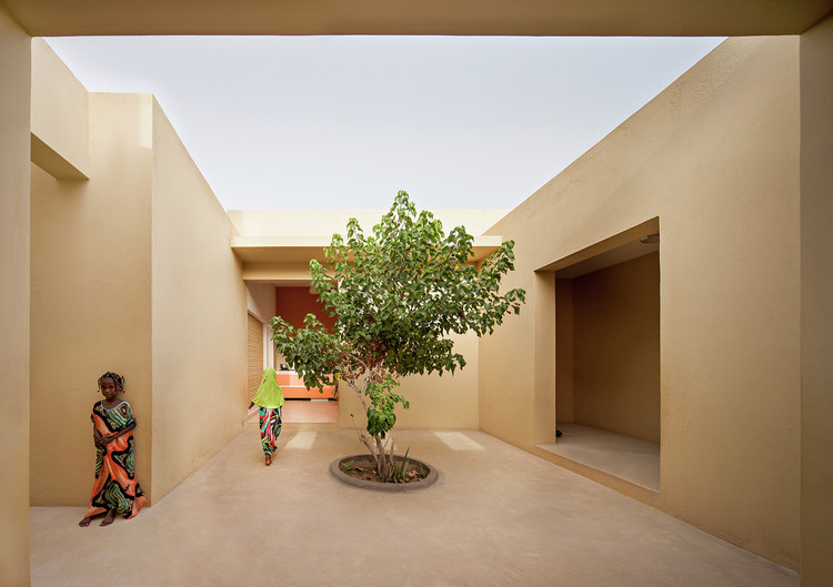 What Are The Most Used Materials in Social Housing? 15 Diverse Applications and Construction Styles, Pueblo para Niños SOS en Djibouti / Urko Sanchez Architects. Image © Javier Callejas