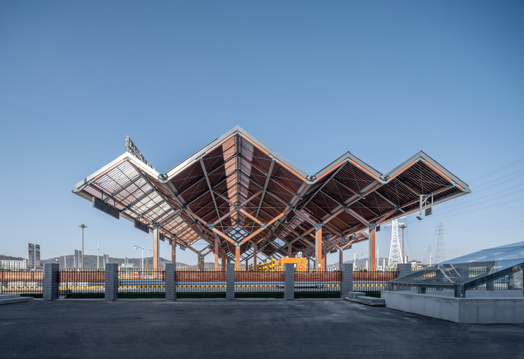 Shed of Tangshan Interchange Toll Station / AESEU Architectural Technology and Art studio, © Timeraw Studio