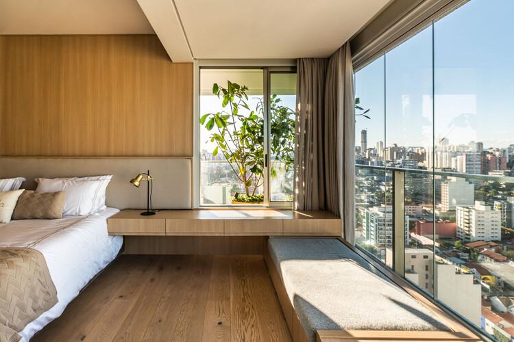 NAJ Апартаменты / Triplex Arquitetura.  Изображение © Ренато Наварро