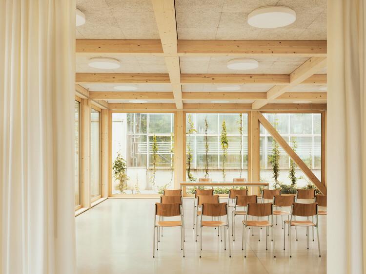 Funcionalidad estética: consejos y ejemplos de plafones en proyectos arquitectónicos, Pavilhão Verde / Tom Munz Architekt. Image © Ladina Bischof