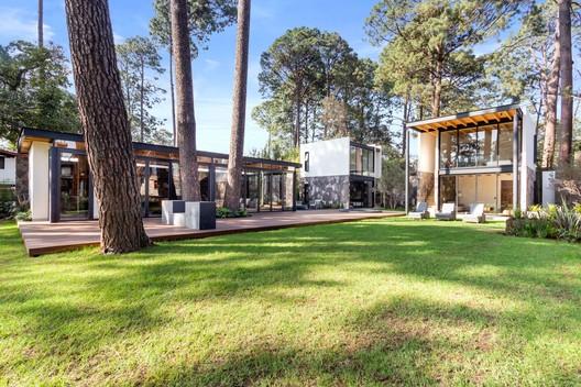 Casa Vega del Valle  / RXY Studio