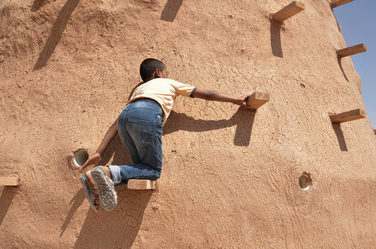 100 Classrooms for Refugee Children / Emergency Architecture & Human Rights. © Martina Rubino