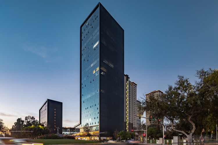 New City Medical Plaza / CRAFT Arquitectos, © Onnis Luque