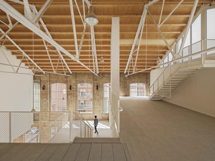 Los ganadores de Premios FAD 2021, los mejores proyectos de la nueva arquitectura ibérica, 46 Viviendas en antigua fábrica Fabra & Coats / Roldán + Berengué. Image © Jordi Surroca