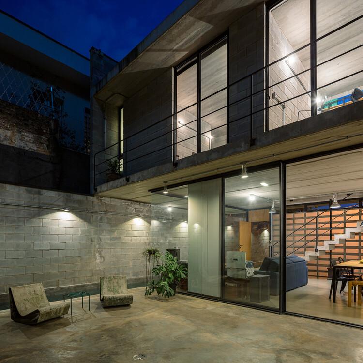 Casa Guaianaz / Terra e Tuma Arquitetos Associados. Image © Pedro Kok