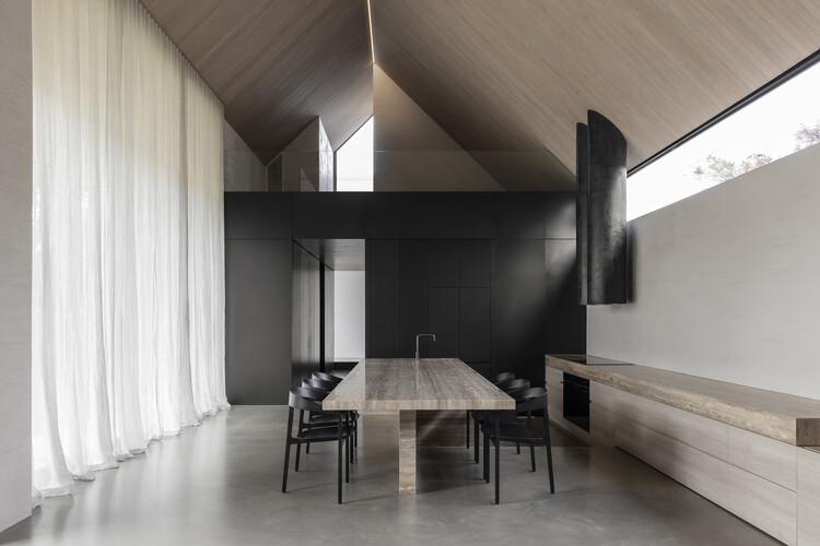 Barwon Heads House / Adam Kane Architects, © Timothy Kaye