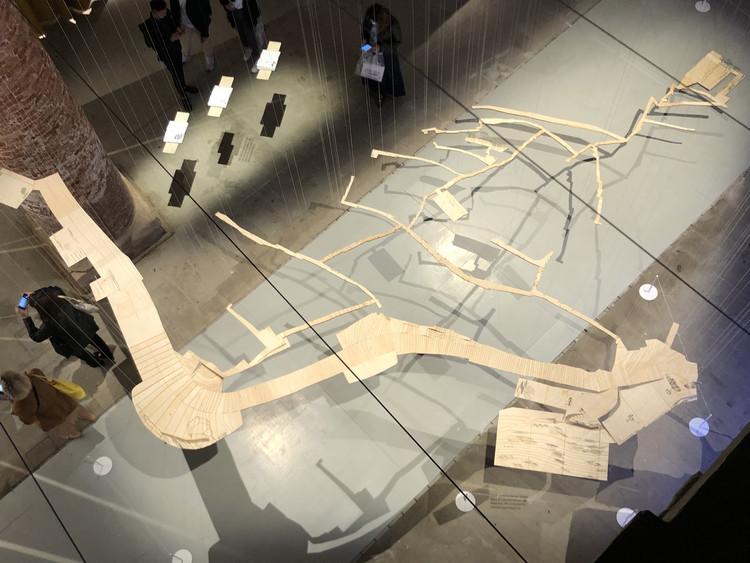 Caminerías, escaleras y jardines de La Palomera en Caracas: La instalación de Enlace Arquitectura para la Bienal de Venecia 2021, Cortesía de Enlace Arquitectura