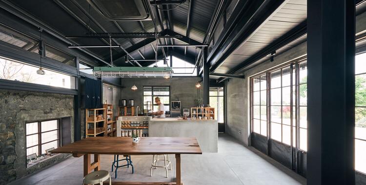 Sanshing Four Seasons Blue & White Pottery Studio / Studio interior