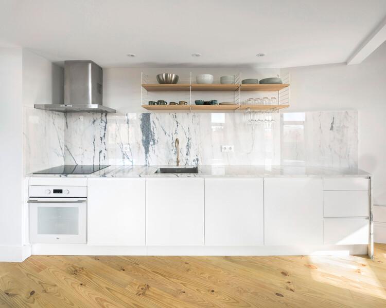 Kentaro Yamada Apartment / Bernardo Amaral Arquitectura e Urbanismo. Image © Attilio Fiumarella