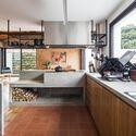 Eaves House / Zoom Urbanismo Arquitetura e Design. Photo: © Maíra Acayaba