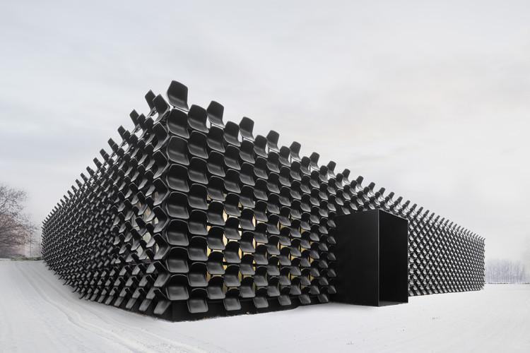 """CHYBIK + KRISTOF: """"La arquitectura contemporánea debe transformar y adaptar las estructuras existentes, y no demoler y construir otras nuevas"""", Gallery of Furniture, Lukas Pelech. Imagen cortesía de CHYBIK + KRISTOF"""