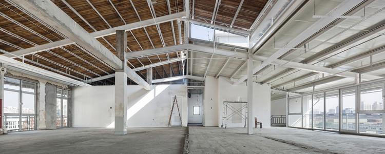 rooftop space under renovation. Image © Bowen Hou