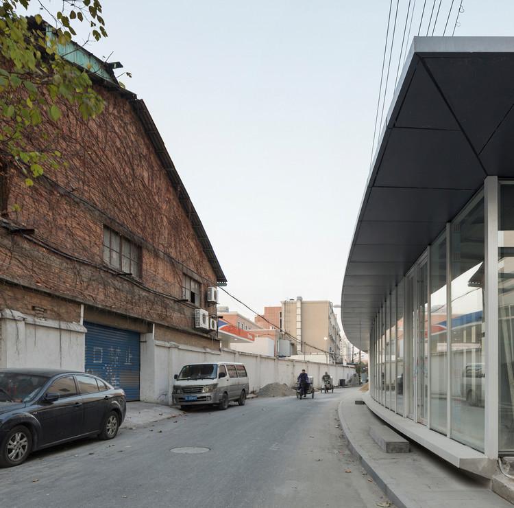 intangible wallscape alongside the street. Image © Bowen Hou
