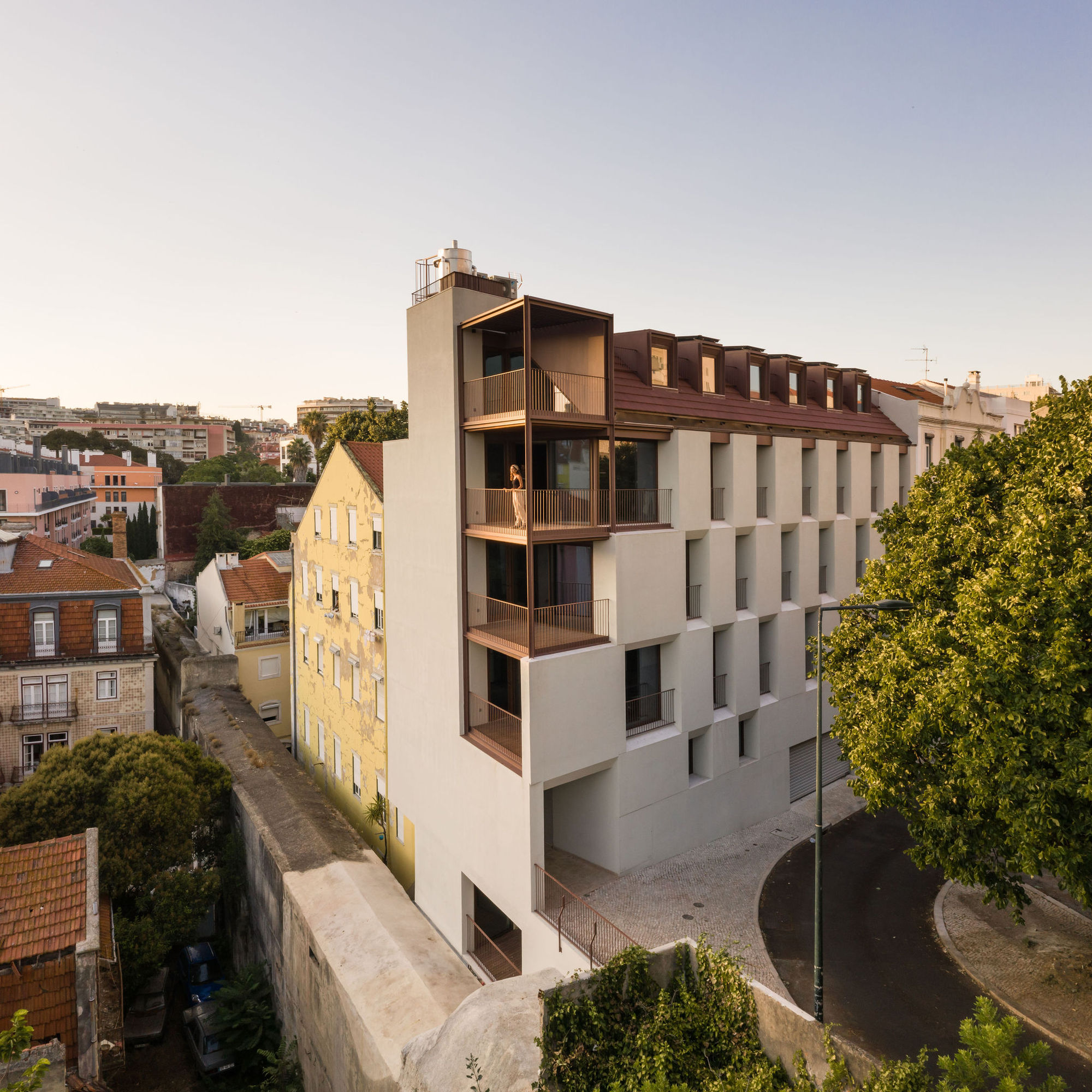 Residential Building by the Aqueduct / António Costa Lima Arquitectos