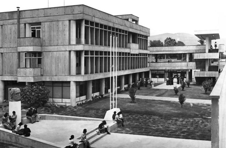 Campus Velázquez: patrimonio moderno al norte de Chile, Universidad de Chile, campus Velázquez, c. 1970. Image vía Archivo Histórico Vicente Dagnino, Universidad de Tarapacá