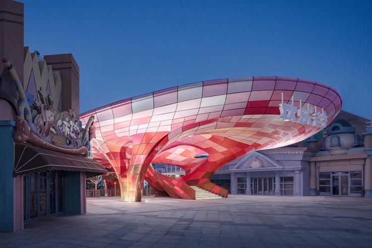 За пределами геометрии Пластиковый 3D-печатный павильон / Archi-Union Architects + Fab-Union.  Фото: © Schran Image
