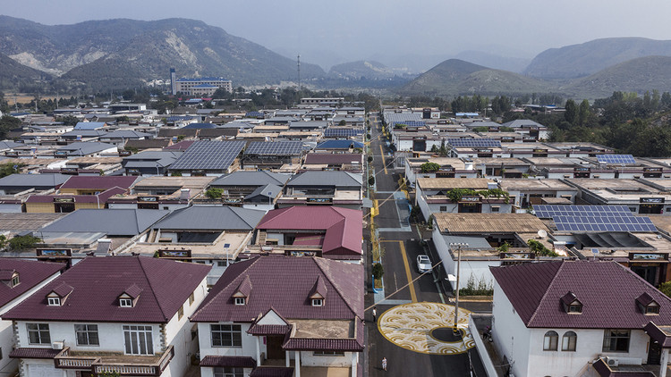 bird view of Zaiwan village, a real normal village. Image © Weiqi Jin