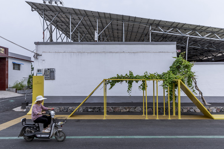 street furniture began to integrate into country life. Image © Weiqi Jin